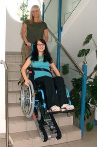 Platforma lift pentru pacienti cu nevoi speciale comercializata de Help Devices Activ