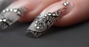 Foloseste un gel de unghii color si te vei indragosti de unghiile tale!