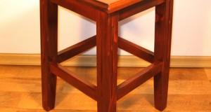 Tabureti lemn confortabili si practici
