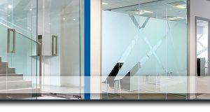 Compartimentari spatii birouri cu pereti de sticla – solutii inteligente pentru oamenii de afaceri